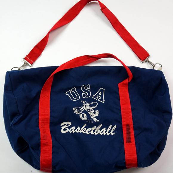 c8d7ed8892b6 Vintage USA Basketball Gym Bag Duffle Bag Navy Red.  M 5bdf97974ab633acc44934c7